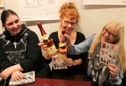 Die drei Hexen von Eastwick :-) - Meike (schwarzhaarig), Susanne (rothaarig) und Rosie (blond)