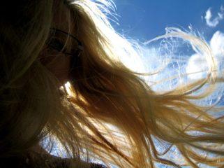 Haare im Wind - Selfie von R. Geisler