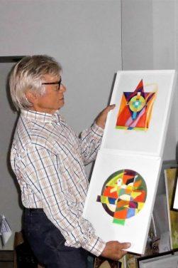 Farbenfroh - Diethard zeigt seine Werke / Foto: R. Geisler