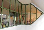 Im Foyer der Veranstaltungshalle findest die Kunstausstellung statt / Foto: R. Geisler: